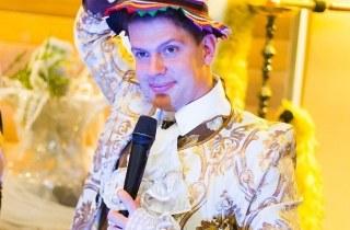 Ведущий праздников Владимир Плахтий