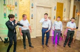 Ведущий праздников Александр Медведев