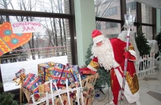 Ведущие праздников Дед Мороз и Снегурочка